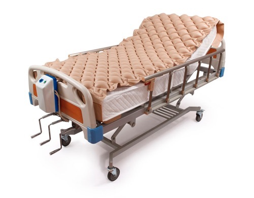 matelas anti-escarres sur lit medical