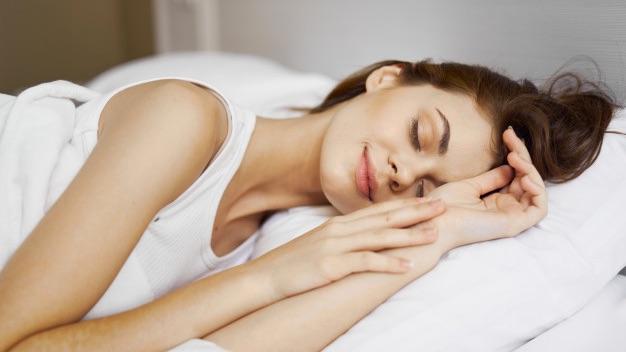 dormir sur surmatelas mémoire de forme 140x200