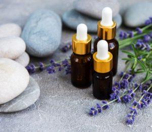 huile essentielle lavande pour faire un massage du cou